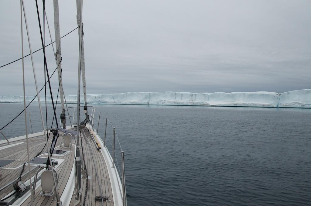 Wyspa lodowa w Cieśninie Barrow