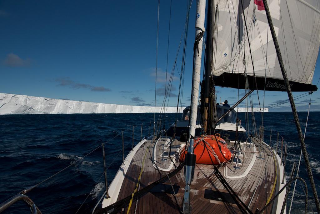 Zmienne wiatry wzdłuż brzegów wschodniej Antarktydy